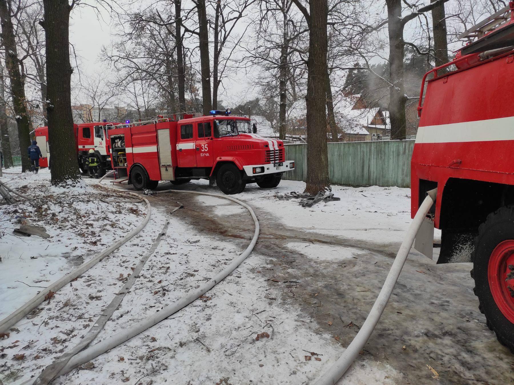 У Бучі вогонь спалахнув на горищі двоповерхівки - рятувальники, пожежа будинку, київщина, Бучанська ОТГ - Bucha Vysh 1