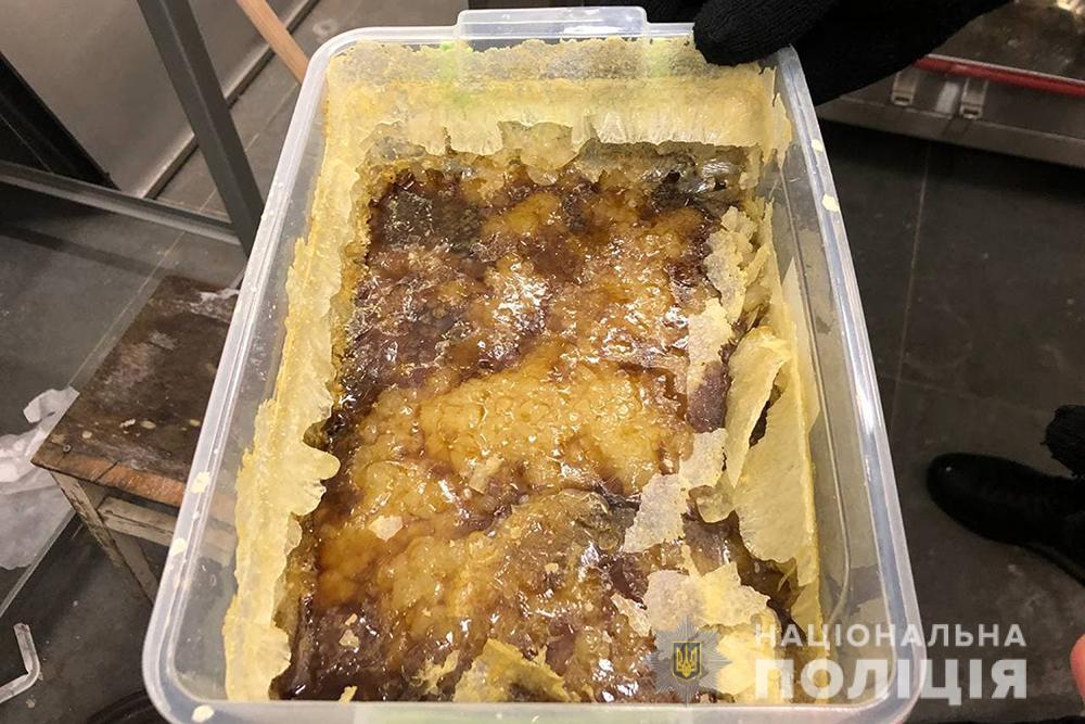 Київщина: у ділків з нарколабораторії вилучили метадону на 10 млн грн - продаж наркотичних засобів, нарколабораторія, Метадон - DBN labar 2 18 01 21