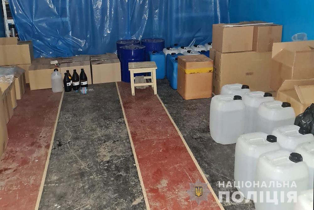 Київщина: у ділків з нарколабораторії вилучили метадону на 10 млн грн - продаж наркотичних засобів, нарколабораторія, Метадон - DBN labar 3 18 01 21
