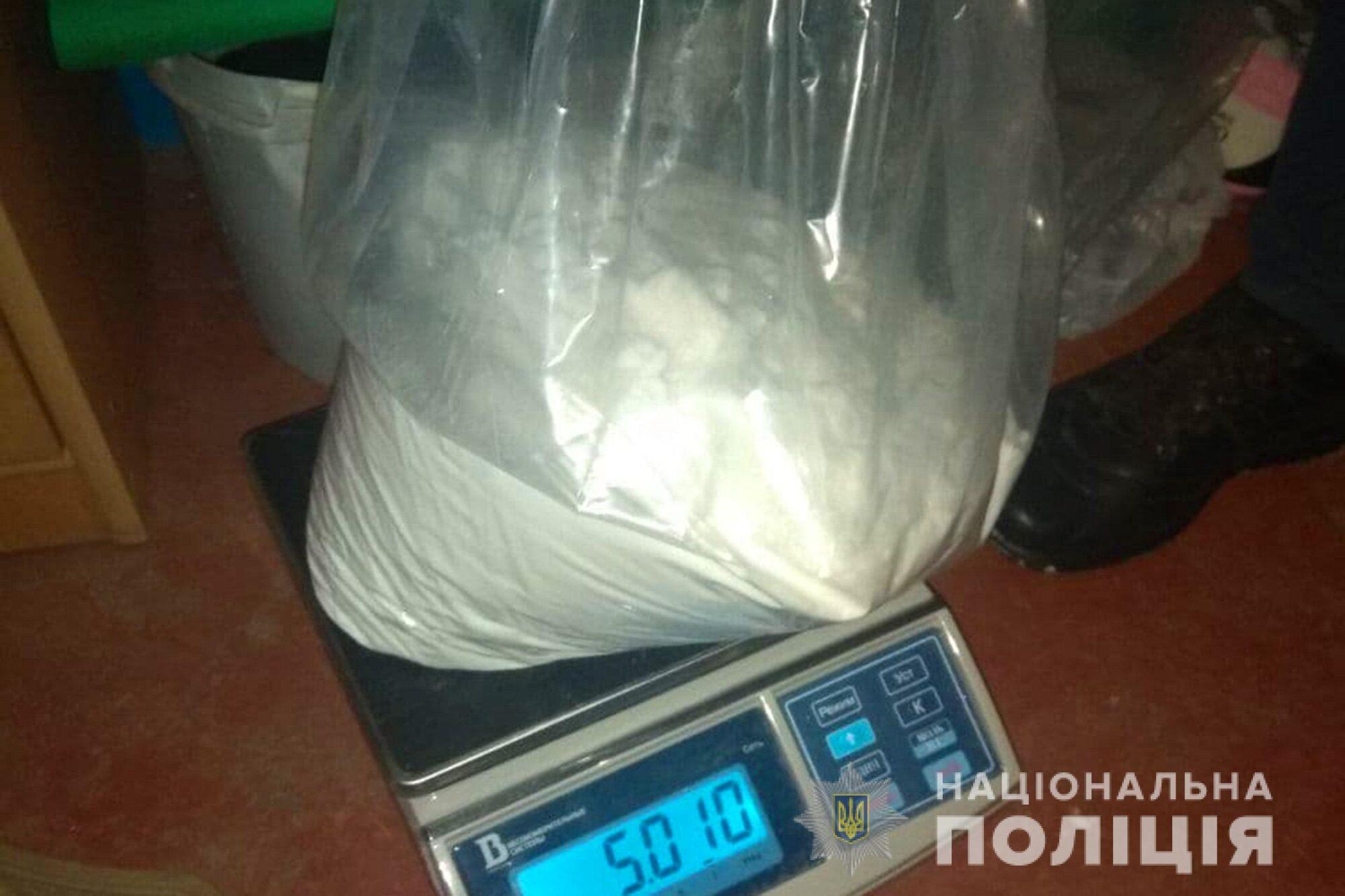 Київщина: у ділків з нарколабораторії вилучили метадону на 10 млн грн - продаж наркотичних засобів, нарколабораторія, Метадон - DBN labar 4 18 01 21 2000x1333