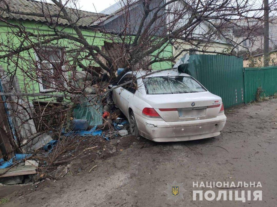 Аварія у Фастові: протаранив будинок та повідомив, що авто вкрали - Фастівський район, поліція Фастівщини, кримінал, київщина, ДТП - Fast bud