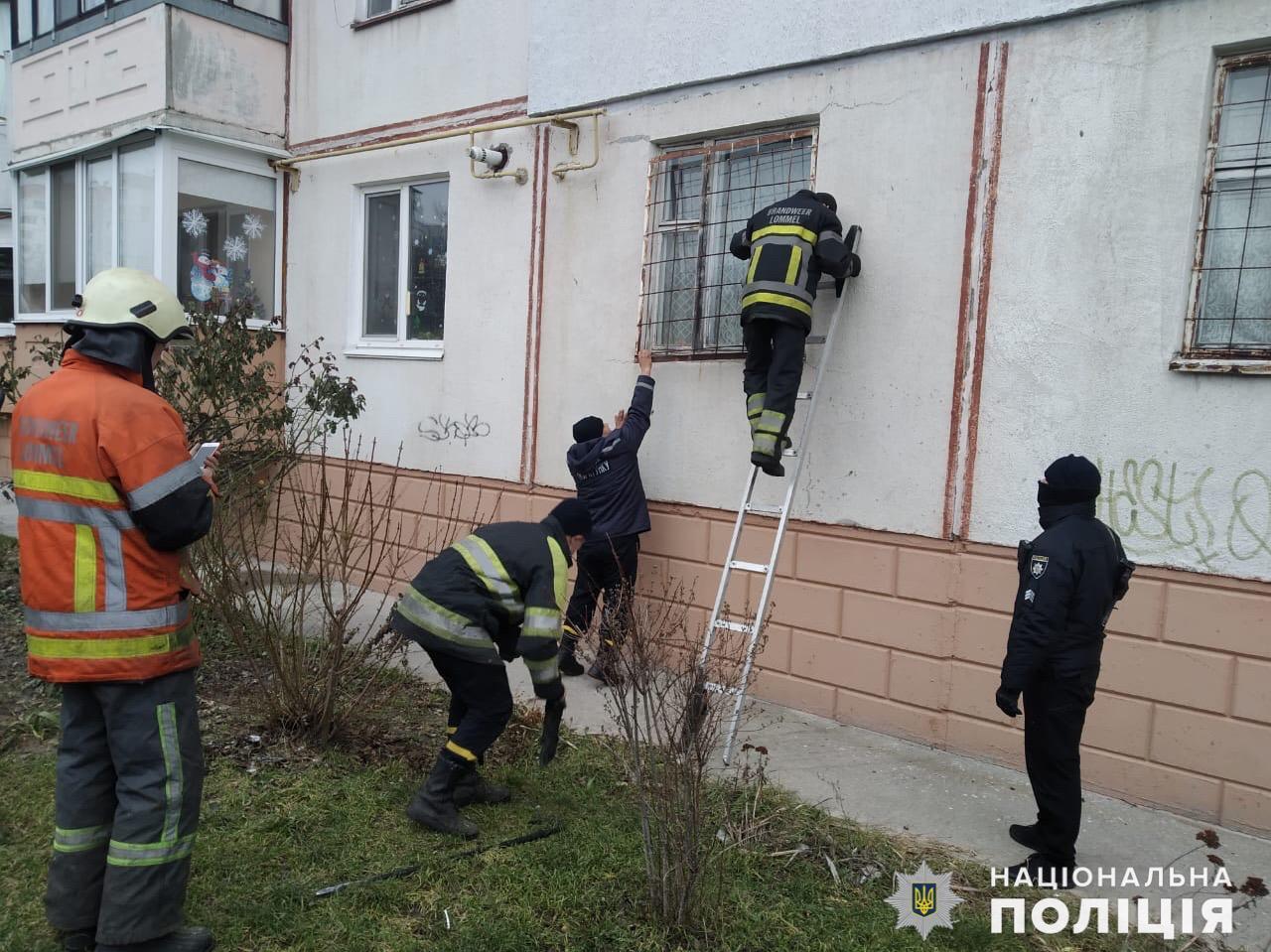 У Фастові врятували бабусю з власної квартири - порятунок життя, поліція Київської області, бабуся - Fastiv1