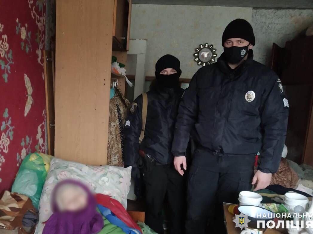 У Фастові врятували бабусю з власної квартири - порятунок життя, поліція Київської області, бабуся - Fastiv2