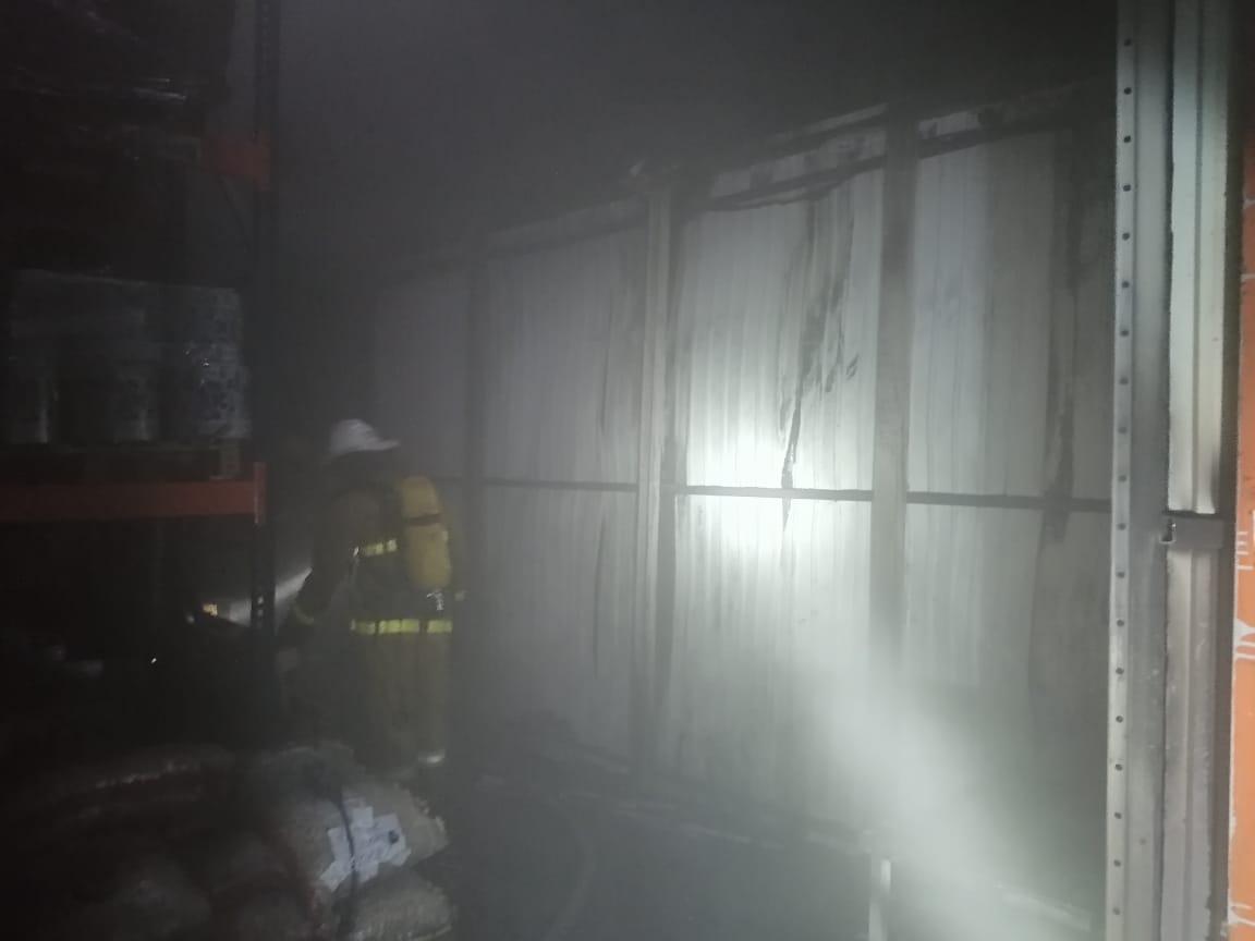 У Борисполі горів склад - склади, пожежа, вогонь - IMG 20210124 WA0001