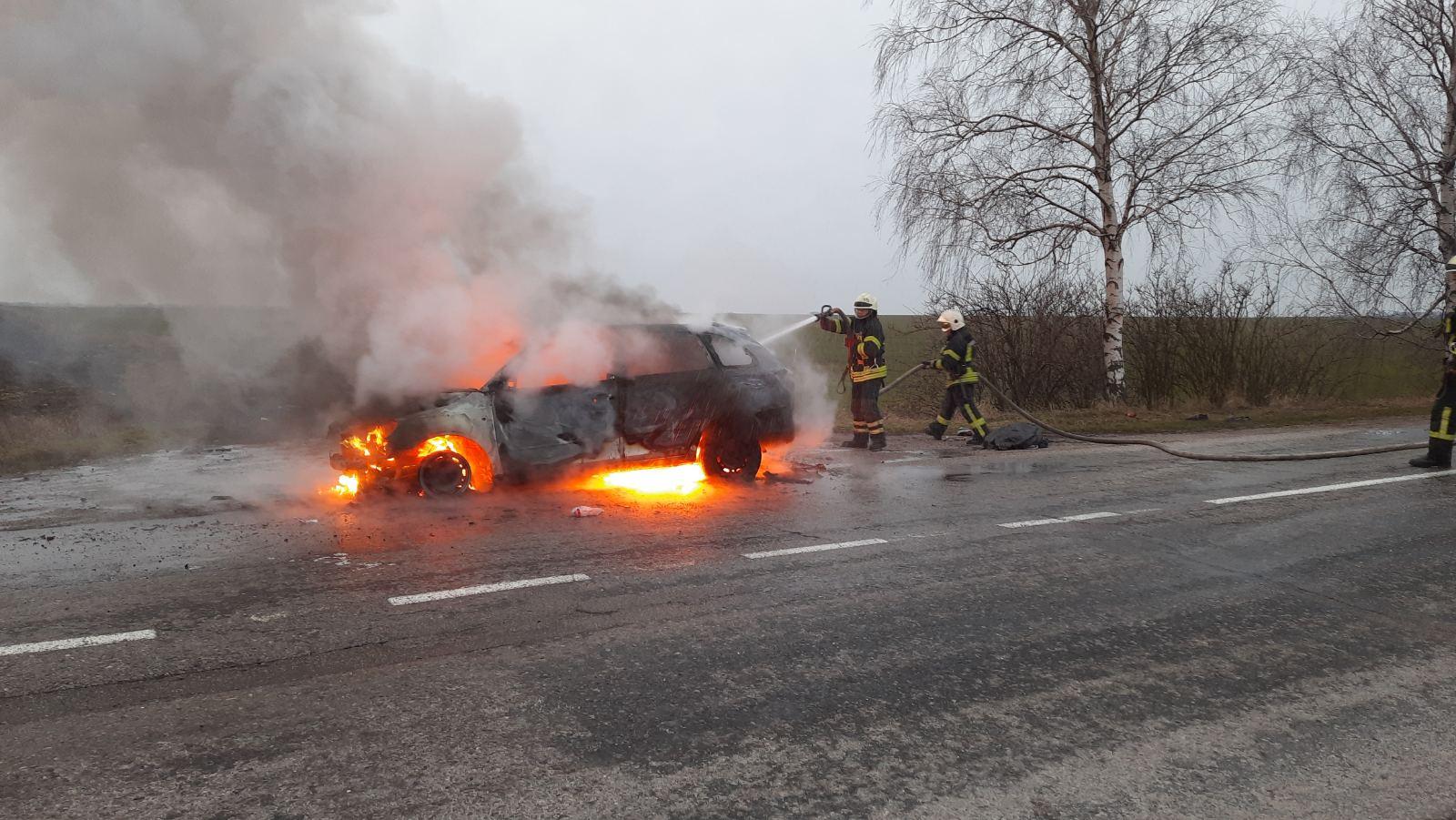 Обухівщина: на дорозі спалахнув легковик - вогонь, вогнеборці, автомобіль - IMG 938445bece84b74b9daaeb9c00d7c57c V