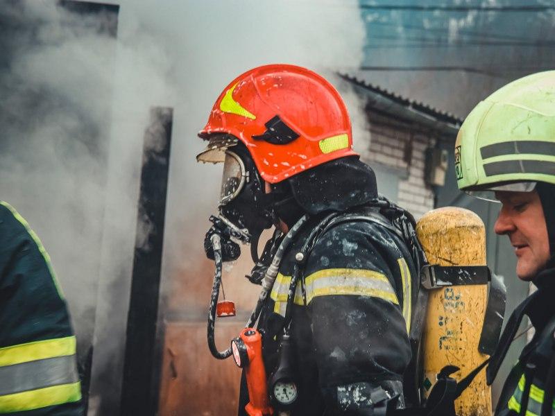 Новорічна пожежа у Києві: 18 вогнеборців рятували будинок - вогонь, будинок - IMG 20210102 123039 163