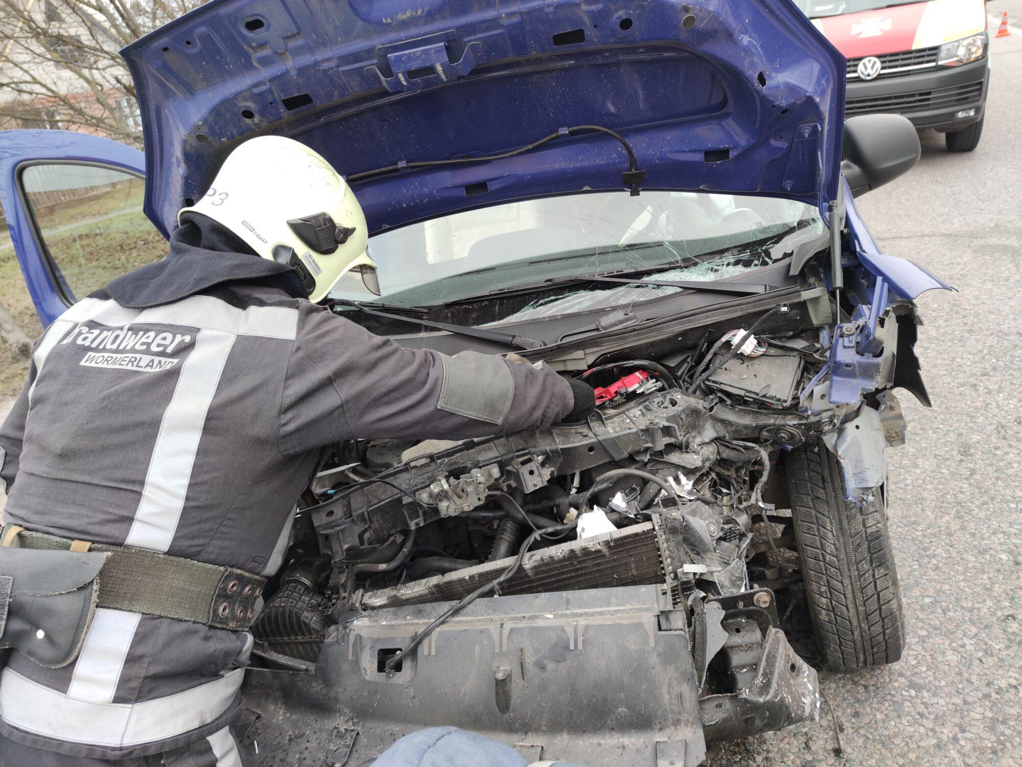 На Білоцерківщині зіштовхнулися одразу три автомобілі - рятувальники, ДТП, автомобілі - IMG 20210112 101040 2000x1500