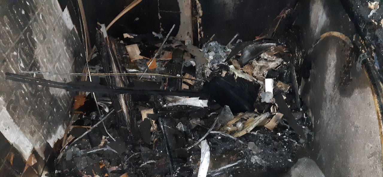 У Броварах горіла квартира в багатоповерхівці - пожежники, вогонь, багатоповерхівка - IMG 20210130 025130 823