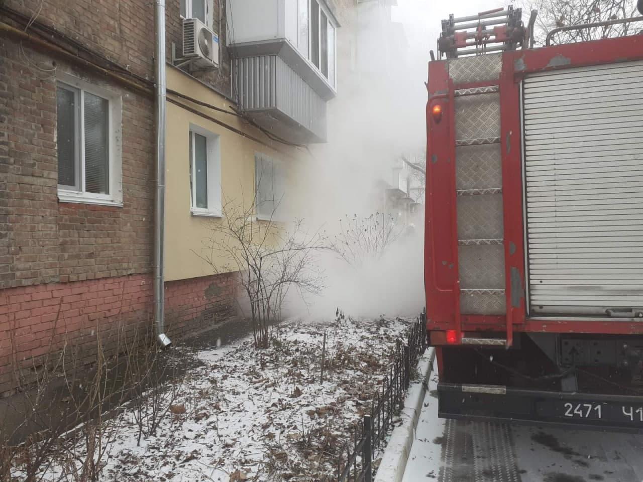 У Вишгороді загорівся електрокабель - рятувальники, пожежа, Вишгород - Kabel1