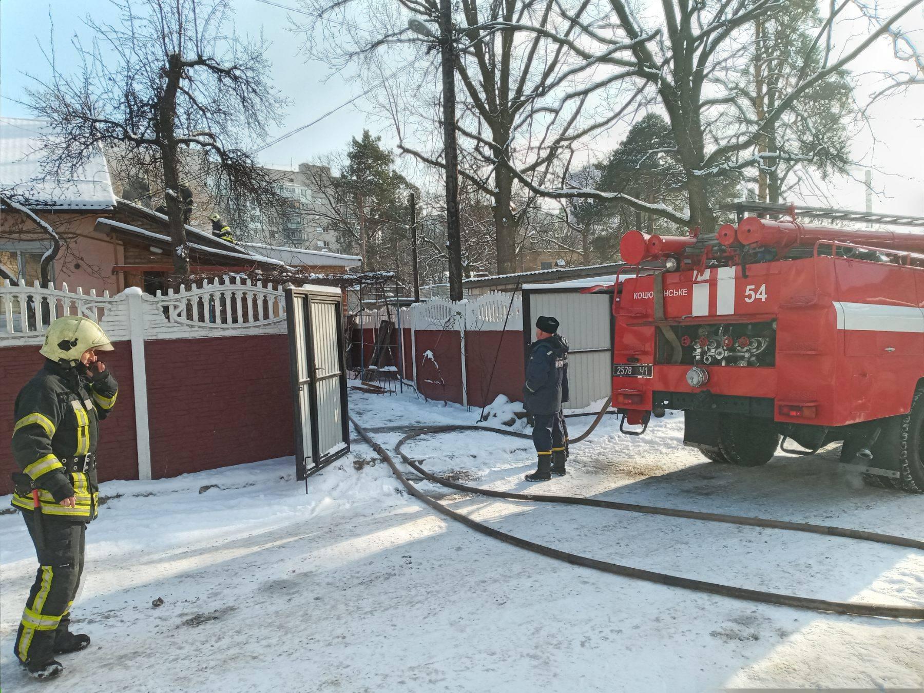 Дерев'яне перекриття будинку загорілося у Коцюбинському - рятувальники, пожежа будинку, Коцюбинська ОТГ, київщина - Koc Ponom 1