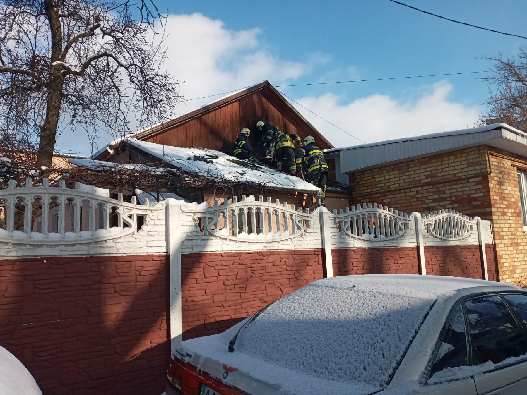 Дерев'яне перекриття будинку загорілося у Коцюбинському - рятувальники, пожежа будинку, Коцюбинська ОТГ, київщина - Koc Ponom