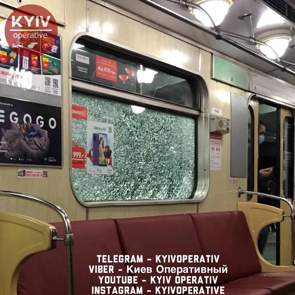 Вандали у київському метро розбили вікна у чотирьох поїздах - Київський метрополітен, вандали - Kyyv metro