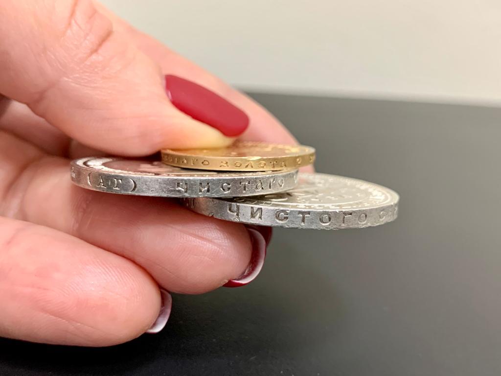 Золоті годинники з діамантами на понад 1,5 млн грн знайшли митники в аеропорту «Бориспіль» - Митниця, київщина, Бориспільщина, аеропорт «Бориспіль» - Mon