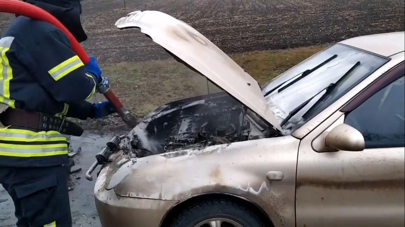 Під Яготином горів автомобіль - вогонь, автомобіль - Novyj rysunok