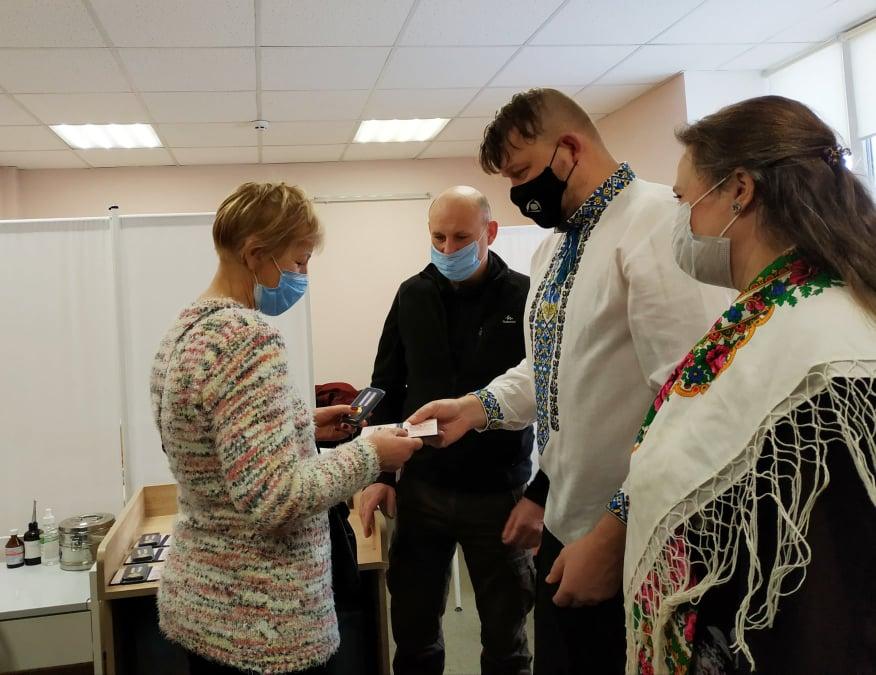 Медиків Вишгородщини нагородили медалями - Нагородження, медики, коронавірус - Poglyad Med3