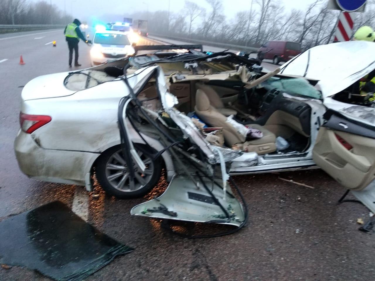 На Яготинщині елітний легковик зіткнувся із вантажівкою - автомобіль, Аварія - SAVE 20210124 152006