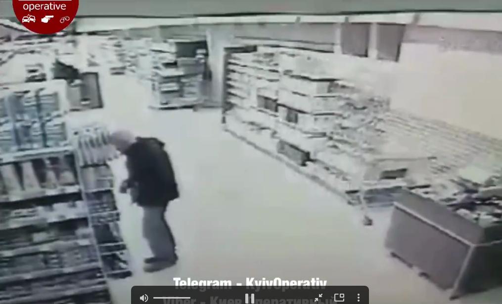 Самогубство в супермаркеті: у Борисполі чоловік убив себе ножем - супермаркет, суїцид, смерть, ніж - Screenshot 9 1