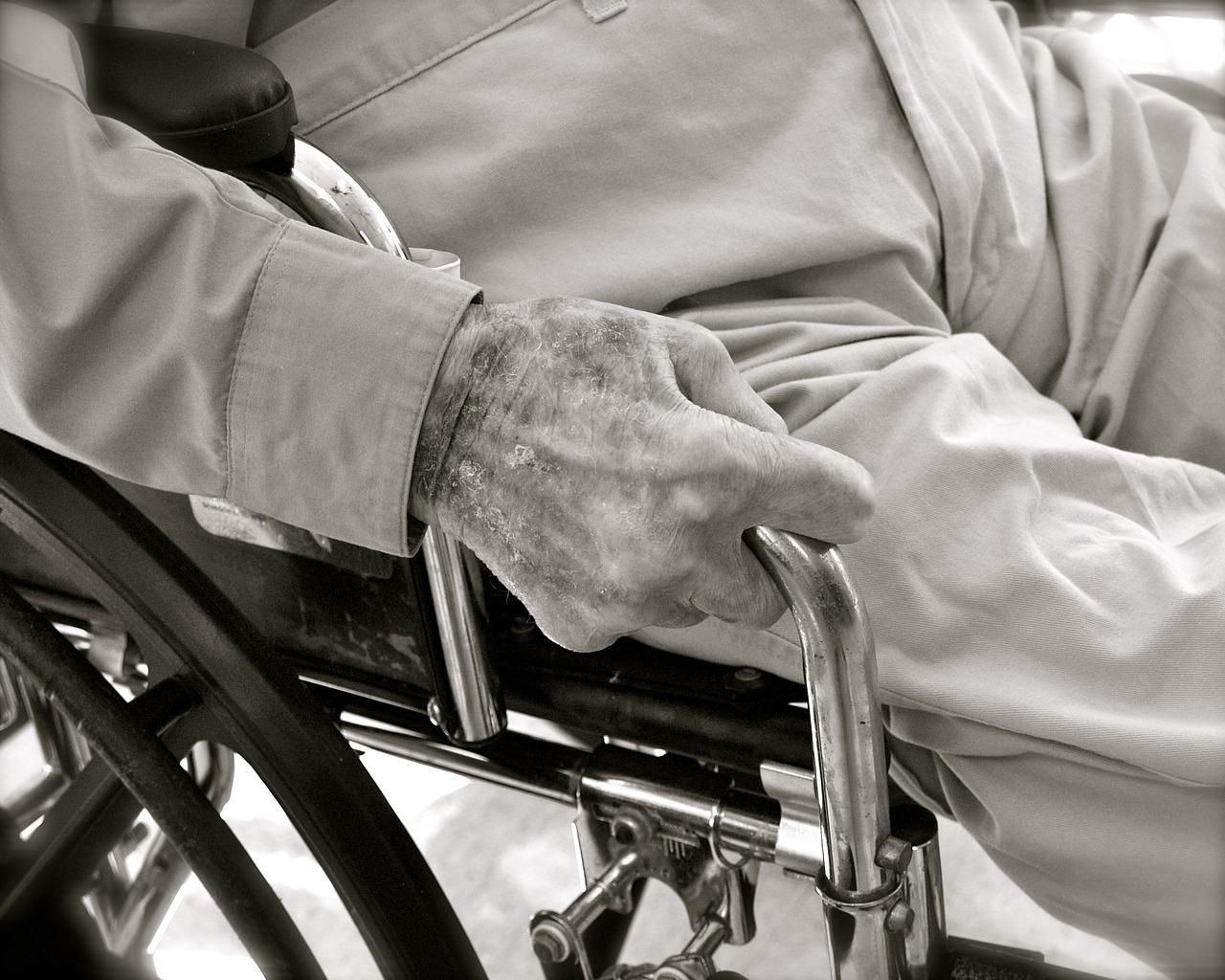 У Києві перевірили будинки для літніх людей: відкрили 9 кримінальних справ - літні люди, кримінальне провадження, будинки - aging 2379003 1280