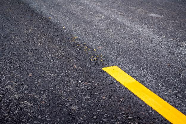 Де в Україні збудують 1400 км концесійних доріг? - ремонт доріг, дорожні роботи, дорожники, дороги - asphalt road surface with yellow line 35652 748