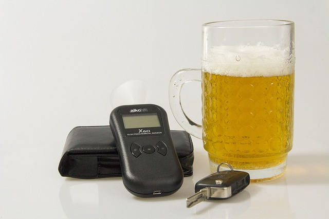 Поліції можуть дати право на раптові перевірки водіїв - перевірка, патрульна поліція, п'яний водій, законопроєкт, алкогольне сп'яніння - breathalyser 1684429 640