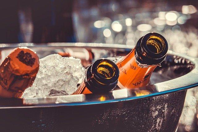 Вино подорожчає: таким чином уряд хоче підтримати національних виробників - подорожчання, вартість, алкогольні напої - champagne 3515140 640