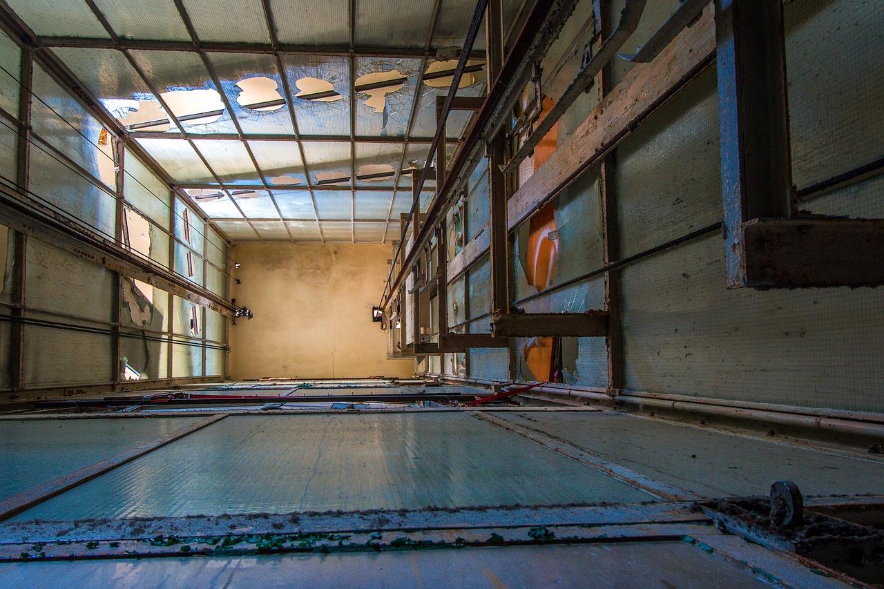 Трагедія на столичному будівництві: у ліфтову шахту впали чоловіки - травма, смерть чоловіка, Святошинський район, новобудови, ліфти - elevator shaft 1649701 1280