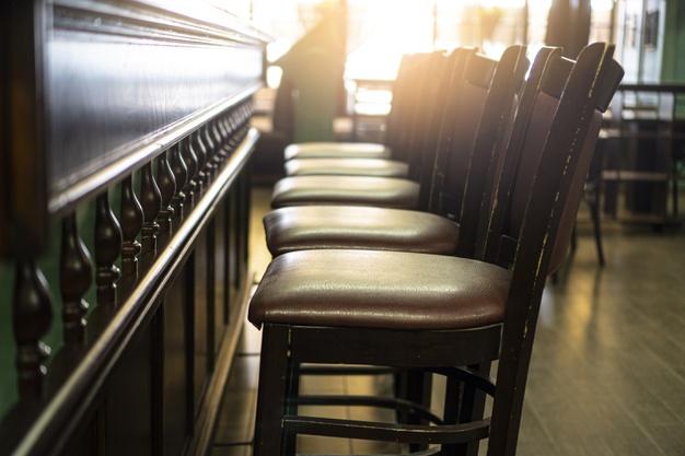 Понад 500 закладів в Україні порушили локдаун - правоохоронці, порушення карантину, локдаун - empty chairs in the bar stay home in quarantine concept closed pub background 252907 66