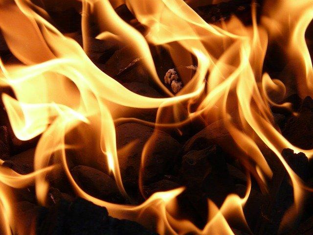 У центрі Києва сталась сильна пожежа (відео) - столиця, пожежа будинку, загорання - fire 8837 640 1