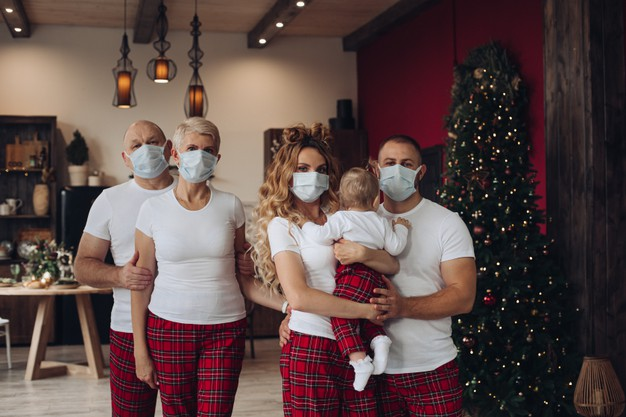 В Україні випадків одужання більше, ніж зараження на COVID-19 - українці, статистика COVID-19, коронавірус, COVID-19 - five family members with a baby in t shirts and pants in protective face masks at christmas at home 132075 6547