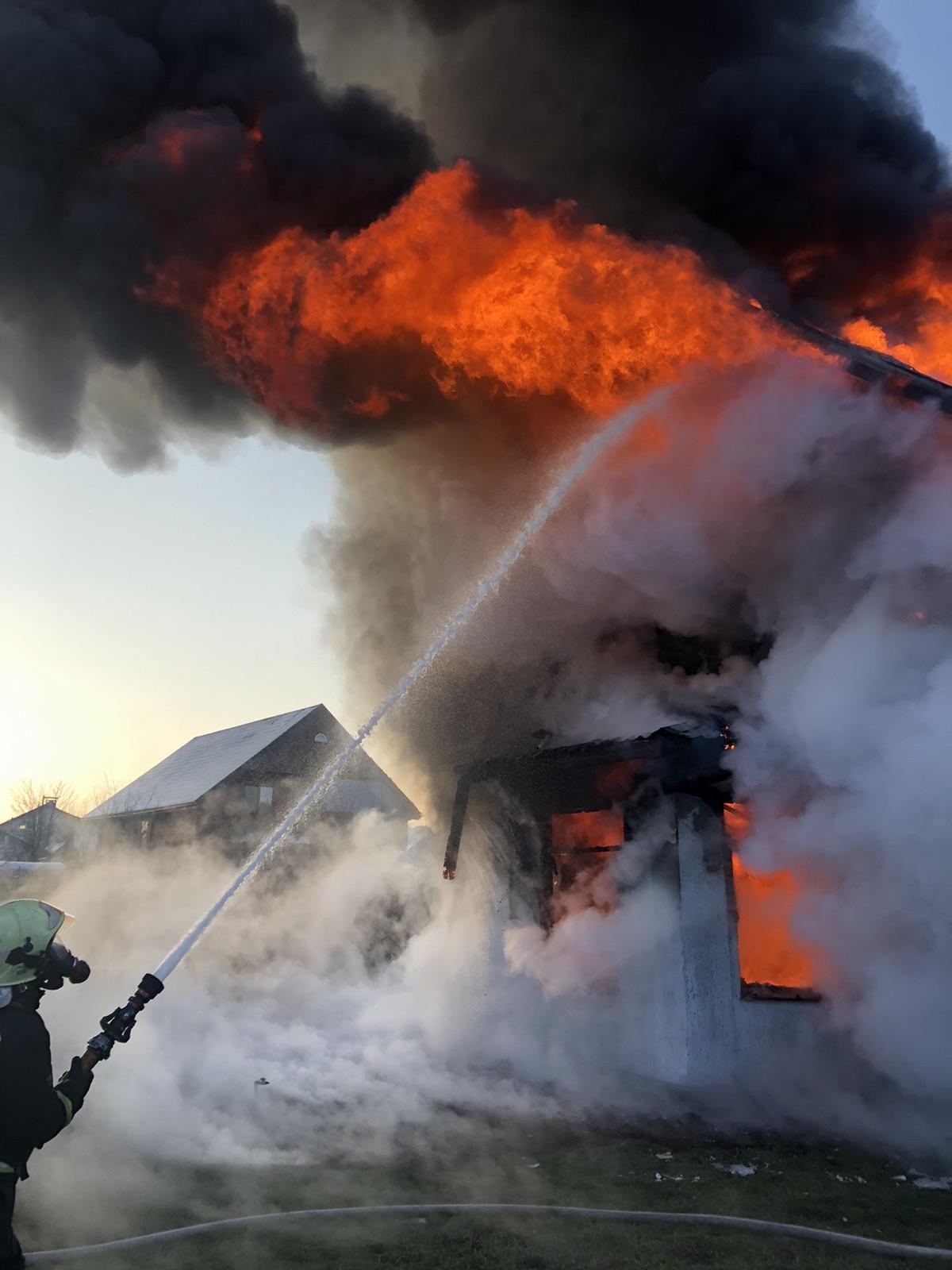 У Козині на Обухівщині вигорів приватний будинок - загорання житлового будинку, вогонь - media share 0 02 05 34bc7476981d90774bd32ea2e508876da447b5dbd52f1844ed7ad26e9c91524b c29cef78 43d3 4c32 b3c3 f4fa3487fbb9