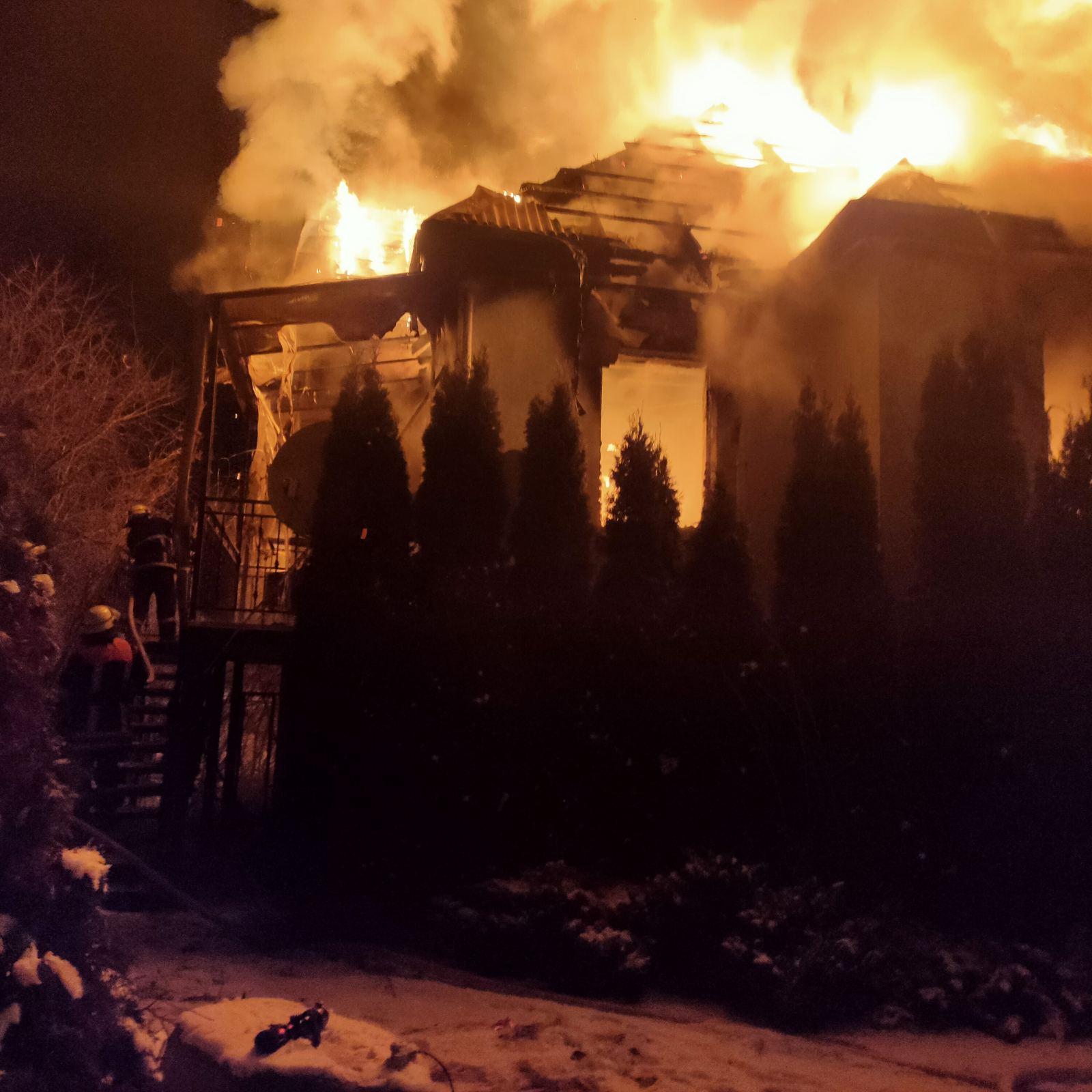 Обухівщина: нічна пожежа в приватному будинку - загорання житлового будинку, вогонь - media share 0 02 05 aff48e0073b6157d3cdba0e4d345f825e2a7e9b1319bb0561ac3def349f32491 aae33a36 fe52 48ef 826f f89ffa0e5fcc