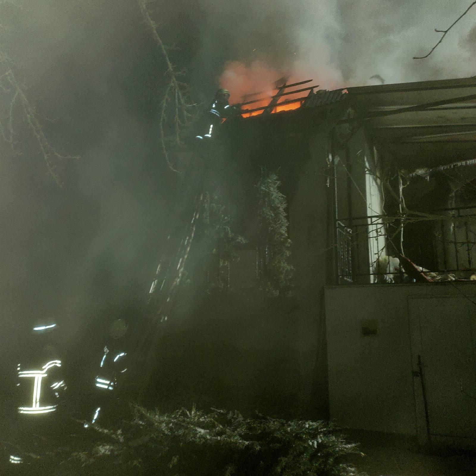 Обухівщина: нічна пожежа в приватному будинку - загорання житлового будинку, вогонь - media share 0 02 05 cd4b48cbbe8abc0cc7ee37c759d662a2c43872908cc39002bb3339453ccced1a 10369e3b 7d44 4dbb 9b57 31e04ffd2f10