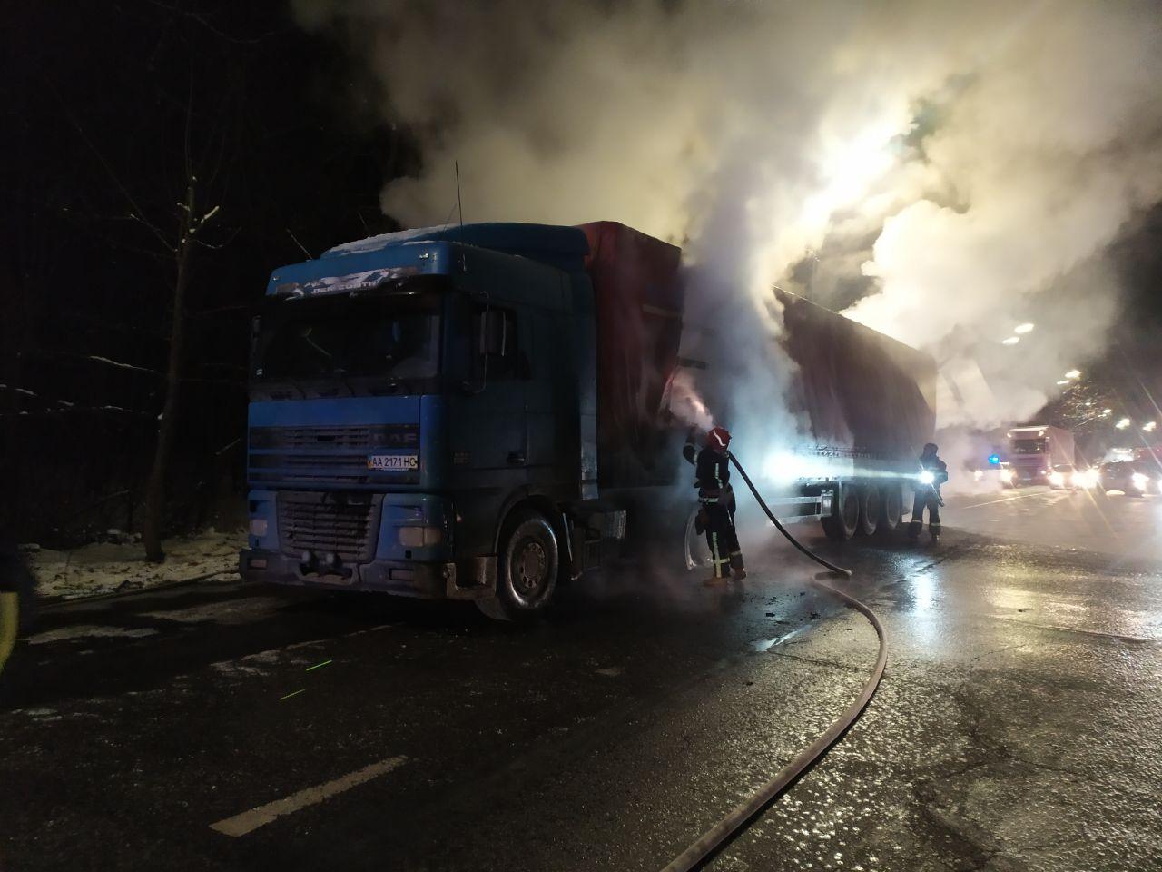 На Гостомельському шосе загорілася вантажівка - загоряння, Гостомельське шосе, вантажівка - photo5202068211892334918 1