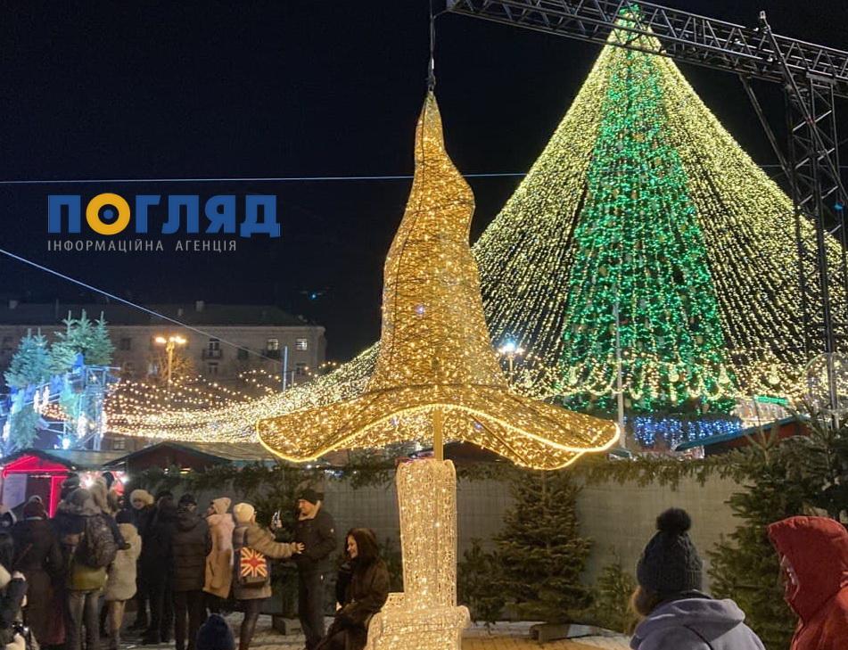Де можна буде побачити скандальний капелюх після переїзду із Софійської площі - ялинка, столиця, скандал, капелюх - photo 2021 01 10 13 11 05