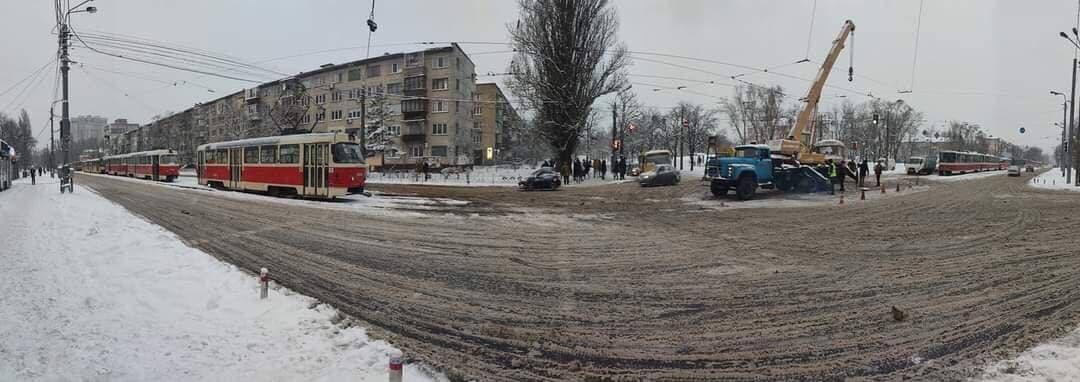 У Києві трамвай зійшов із рейок - трамвай, Аварія на дорозі - photo 2021 01 15 08 33 13