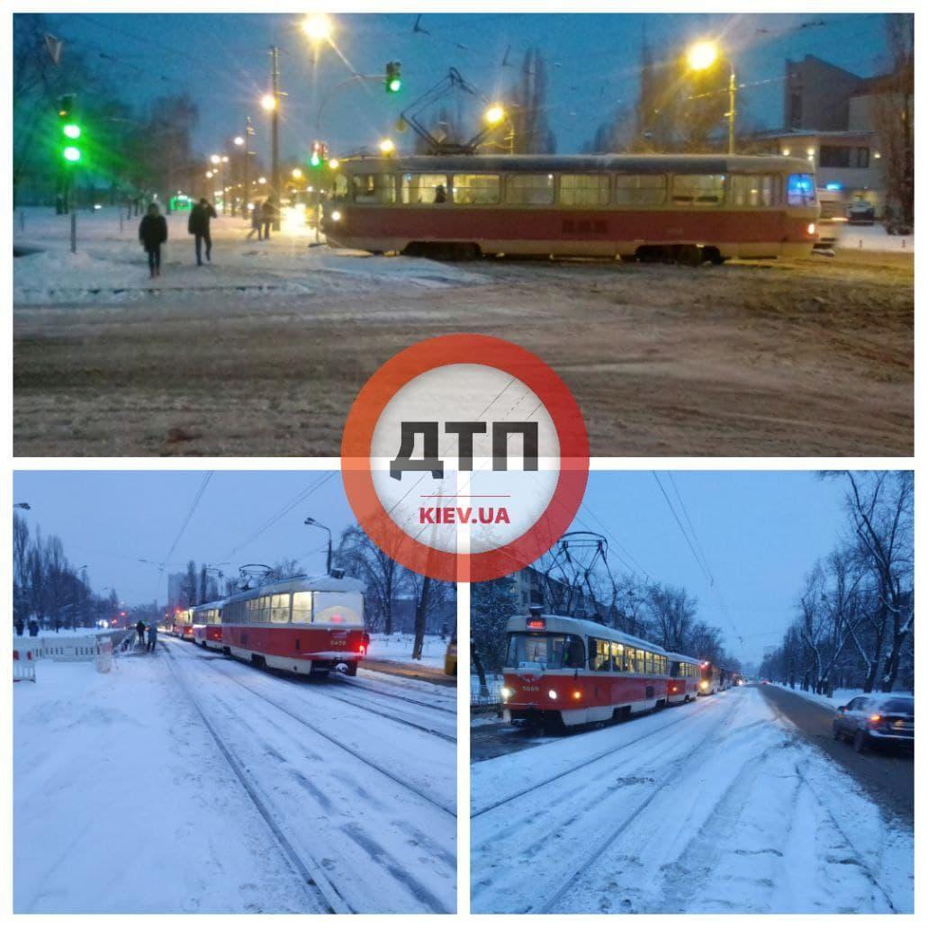 У Києві трамвай зійшов із рейок - трамвай, Аварія на дорозі - photo 2021 01 15 09 30 56