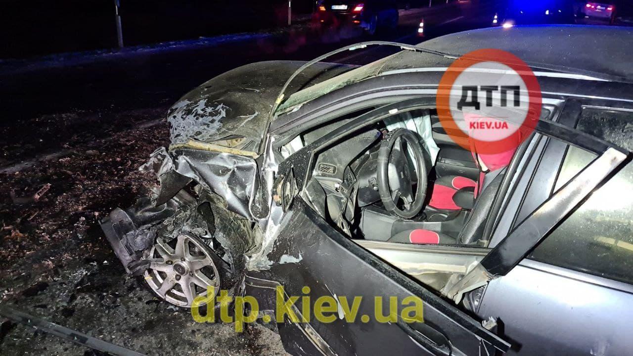 Аварія під Обуховом: водій в критичному стані - постраждалі, зіткнення, автомобілі - photo 2021 01 17 21 13 42 2