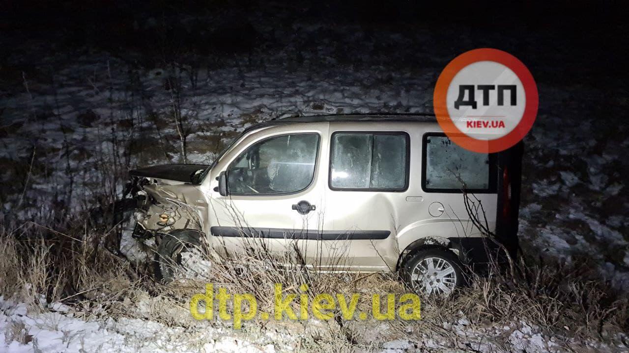 Аварія під Обуховом: водій в критичному стані - постраждалі, зіткнення, автомобілі - photo 2021 01 17 21 13 43