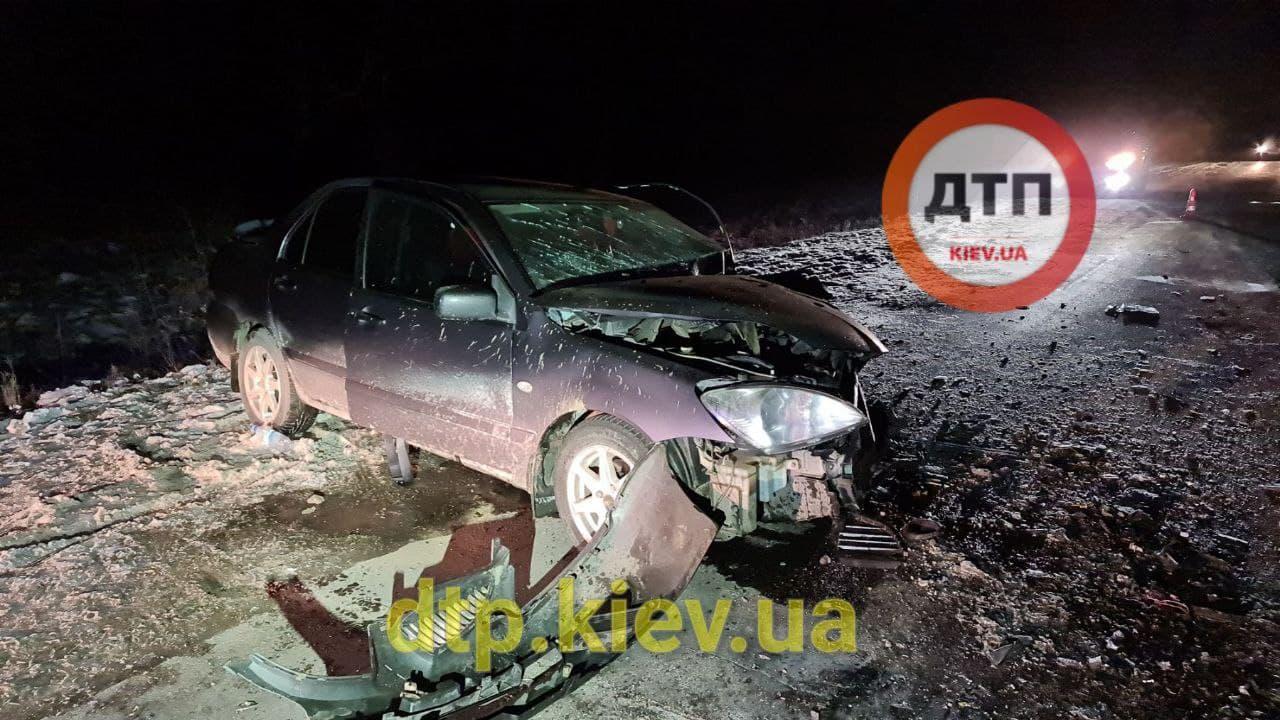 Аварія під Обуховом: водій в критичному стані - постраждалі, зіткнення, автомобілі - photo 2021 01 17 21 13 44 2