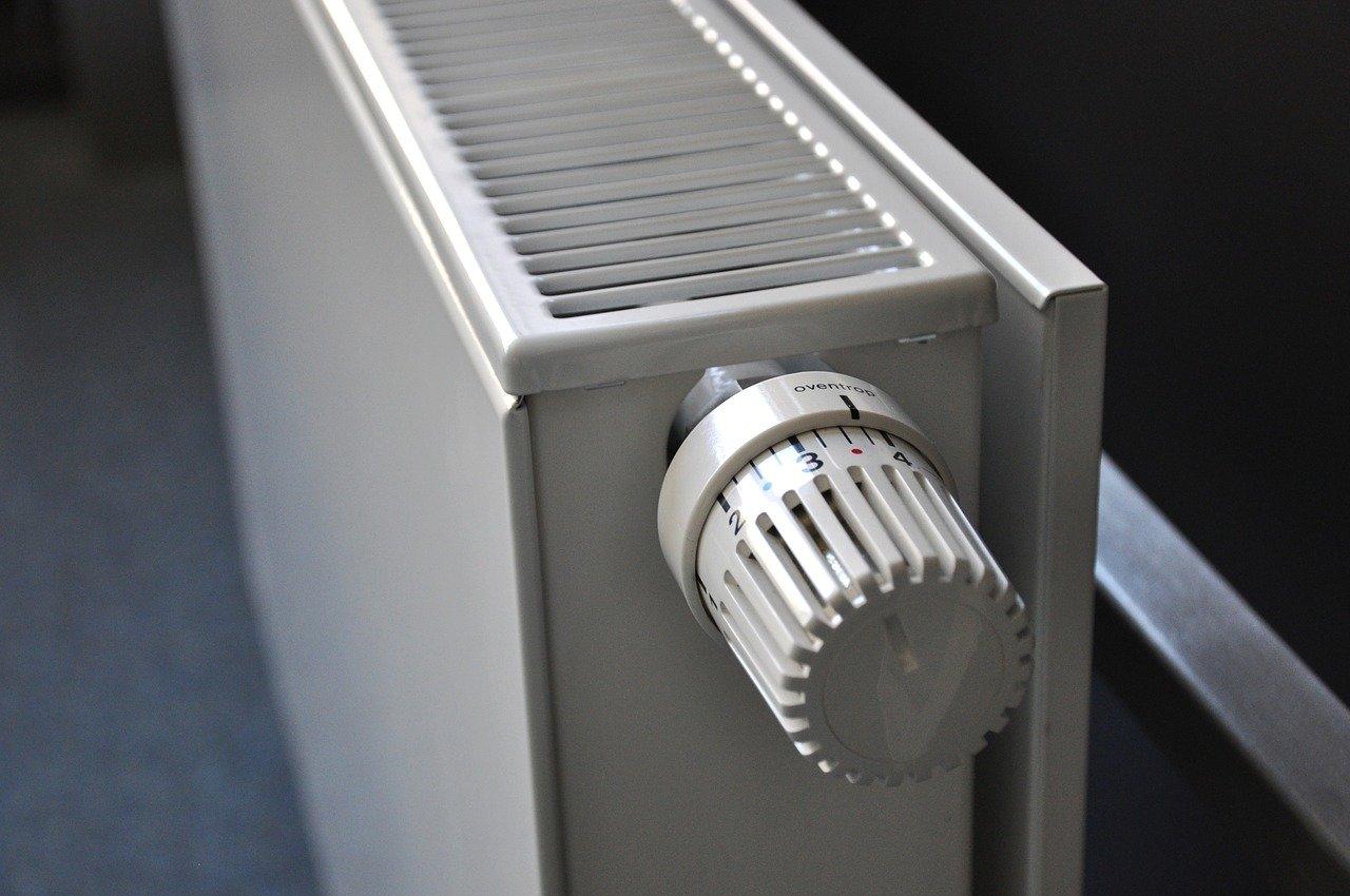 Кияни заборгували за послуги ЖКГ майже 4 млрд грн - комунальні послуги, ЖКГ, борги - radiator 250558 1280 1