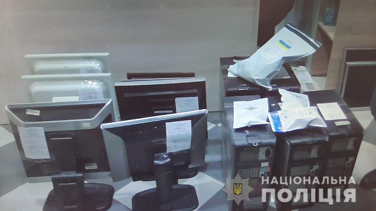 Їх заборонили – вони працюють: у Сквирі «прикрили» гральний салон - Сквира, поліція Київської області, гральний заклад, гральний бізнес - skvyraigr3