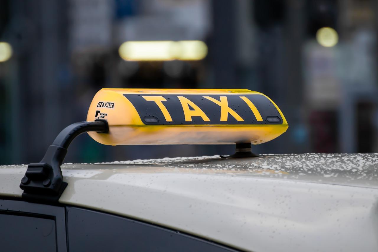 За зґвалтування пасажирки таксисту загрожує позбавлення волі до 5 років - таксист, позбавлення волі, зґвалтування - taxi 4720993 1280