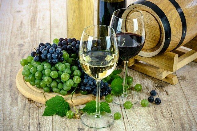 Вино подорожчає: таким чином уряд хоче підтримати національних виробників - подорожчання, вартість, алкогольні напої - wine 1761613 640