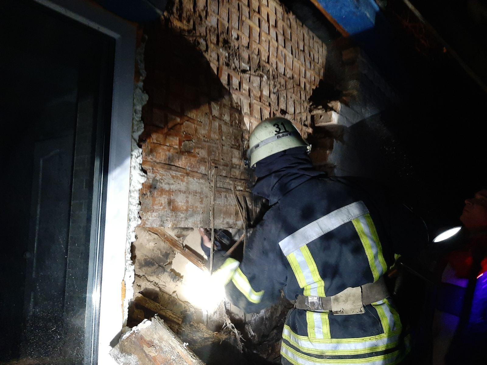 З пожежі у Бородянці вогнеборці врятували чотирьох людей - рятувальники, врятувати життя, вогнеборці, бородянські рятувальники - 05 pozhezha