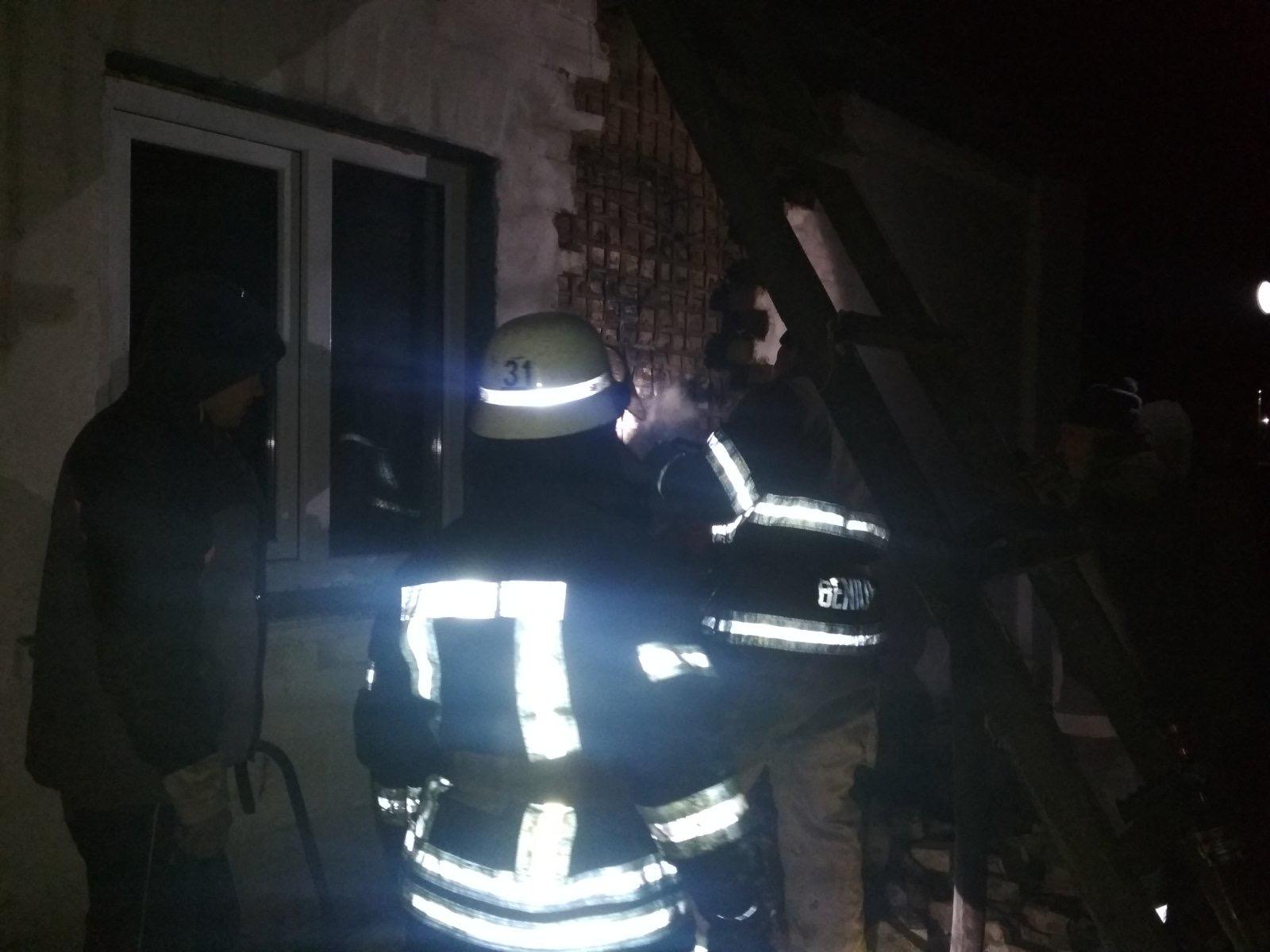 З пожежі у Бородянці вогнеборці врятували чотирьох людей - рятувальники, врятувати життя, вогнеборці, бородянські рятувальники - 05 pozhezha2