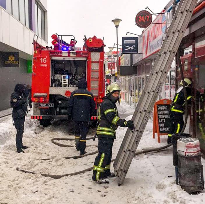 Крадіжки, напади та підпали: у Києві минулої доби було неспокійно - підпал, напад, крадіжка, загорання - 1 6