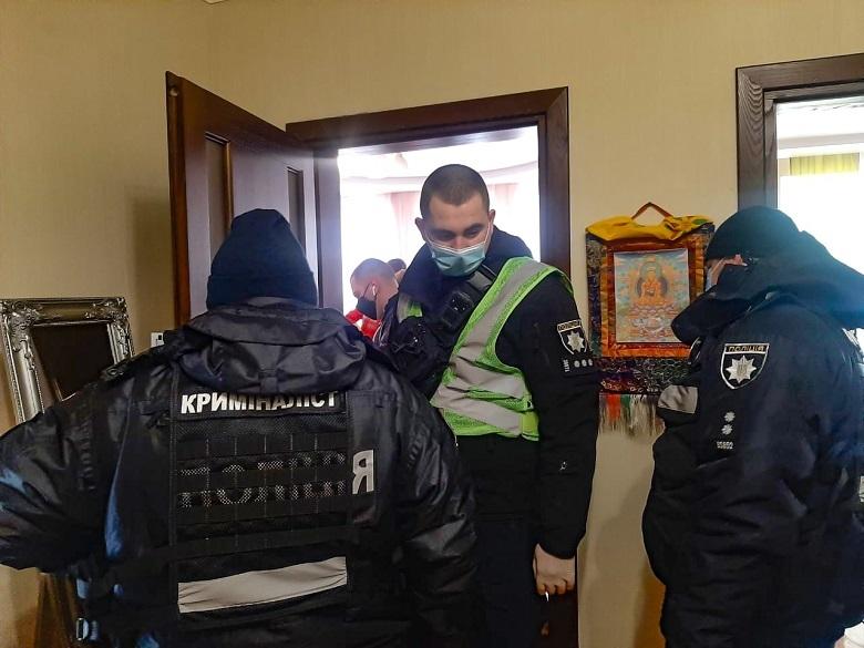 У Києві чоловік вбив дружину та хотів утекти - столиця, підозра, ніж, вбивство - 145716816 3683643201691424 5891953100620865373 n