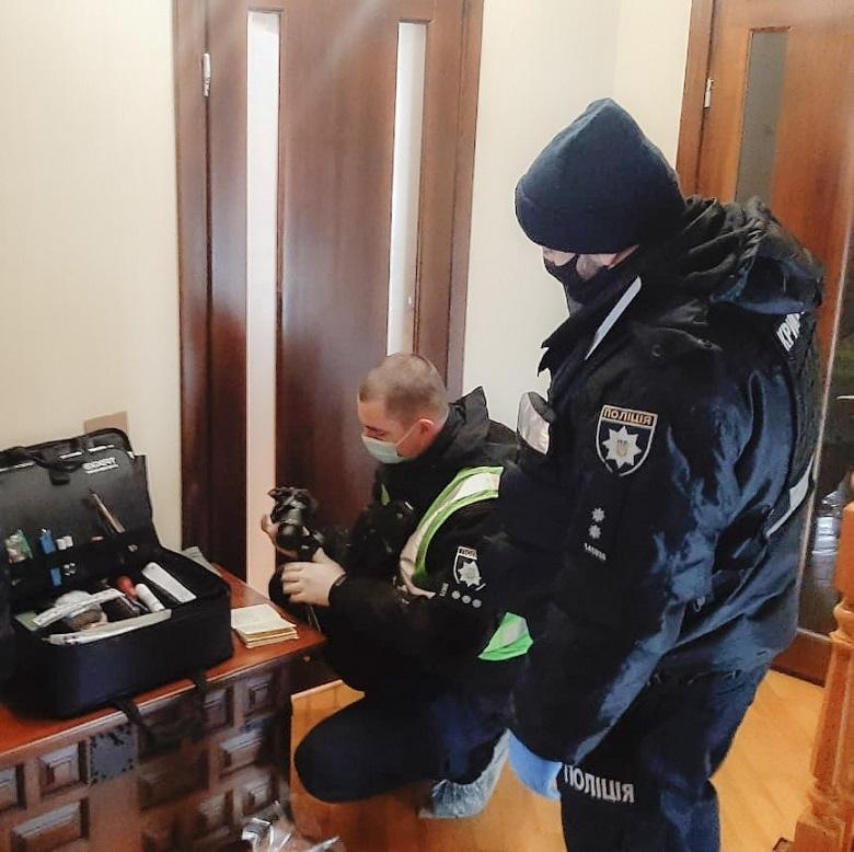 У Києві чоловік вбив дружину та хотів утекти - столиця, підозра, ніж, вбивство - 146109633 3683643205024757 8695320885589148528 n