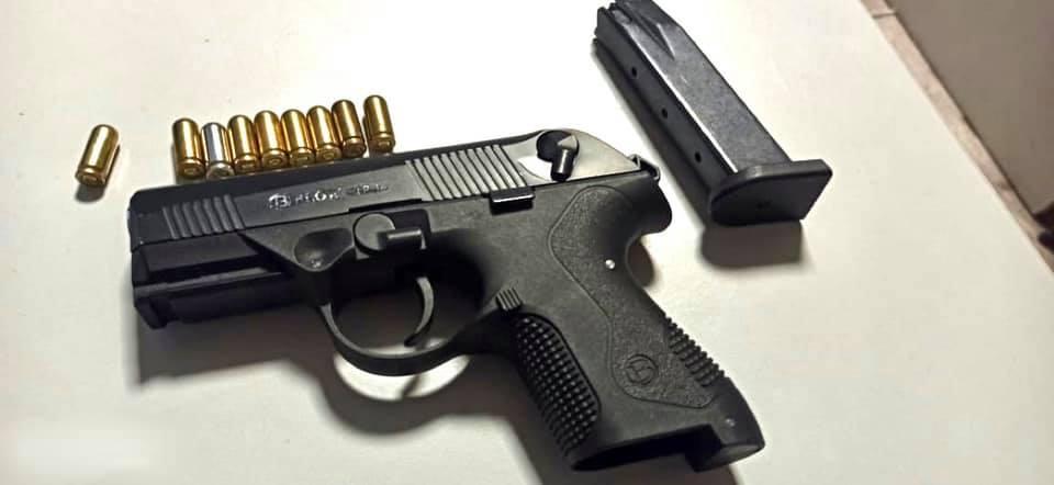 У «Борисполі» в одного із пасажирів виявили пістолет з набоями - Київська митниця, зброя, аеропорт «Бориспіль» - 146468532 3865379926856107 2378129834693660525 n