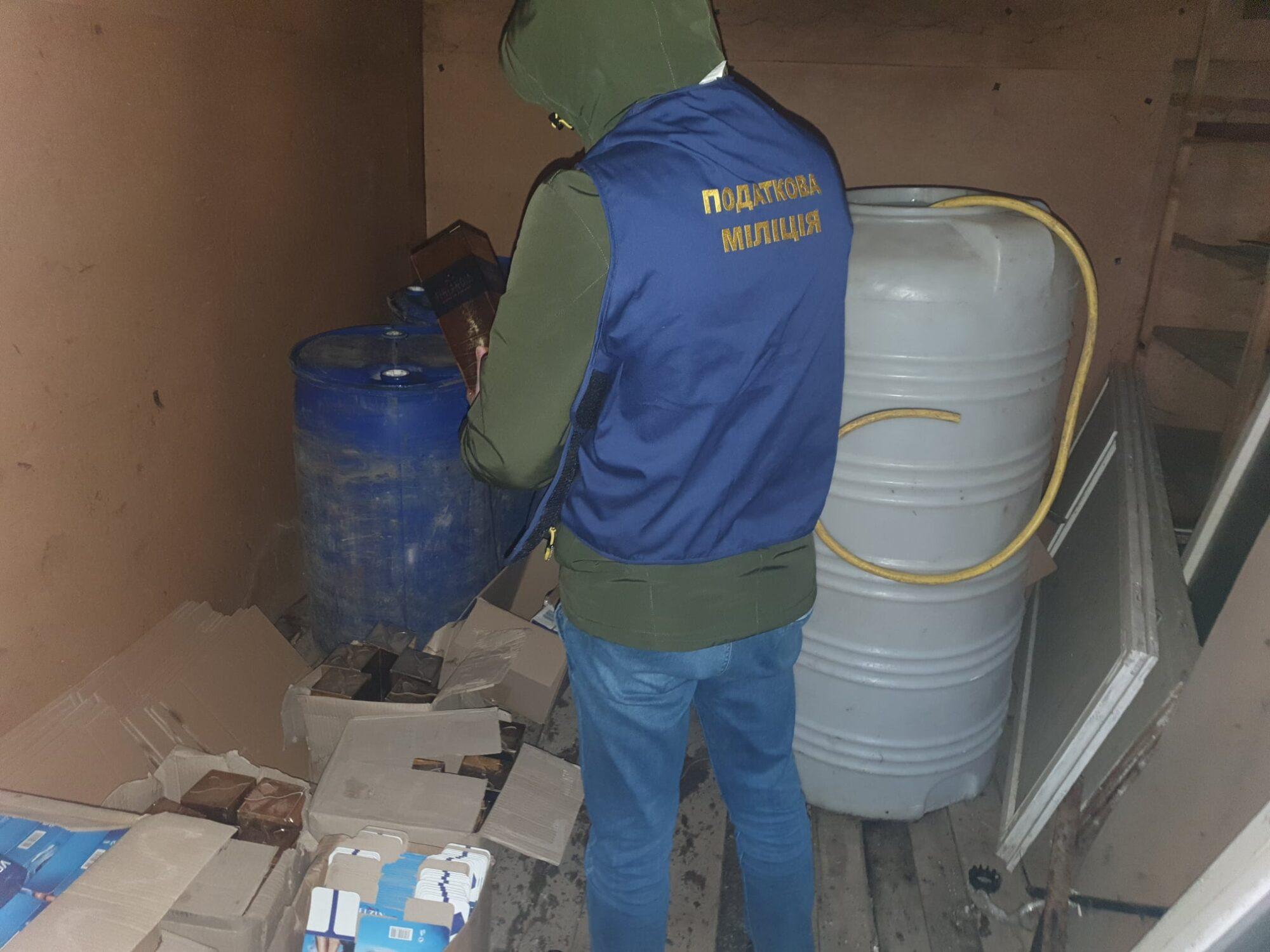 На Бориспільщині та в Ірпені підробляли спиртні напої - підпільний цех, алкоголь - 146508052 1546326668911658 164911299175988908 o 2000x1500